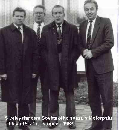 S velvyslancem Sovětského svazu v Motorpalu Jihlava 16.-17. listopadu 1989