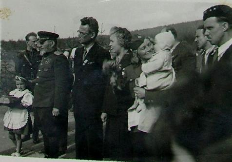 V květnu 1946 přijel generál Kovpak ze Sovětského svazu poděkovat občanům Cikháje za účast v odboji proti fašismu