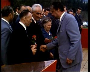 Josef Vajs mladší, vpravo jeho sestra Marie Beránková vroce 1975 v Cikháji při převzetí ocenění za odbojovou činnost. Uprostřed Rudolf Kichner, občan Světnova.