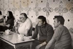 Fotografie ze studijního pobytu v Tadžikistánu. Druhý zprava Rudolf Hegenbart.