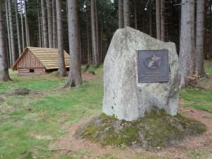 Památník místa partyzánského štábu na Fryšavském kopci