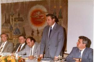 Rudolf Hegenbart (druhý zleva) na setkání vedení Ministerstva vnitra ČSSR v listopadu 1989. Třetí zpraba ministr František Kincl, hovoří náměstek ministra generál A.Lorenc.