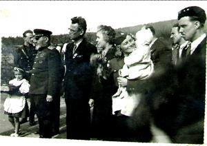 Generál Kovpak z Kyjeva děkuje v květnu 1946 občanům Cikháje za pomoc partyzánskému hnutí a odboji