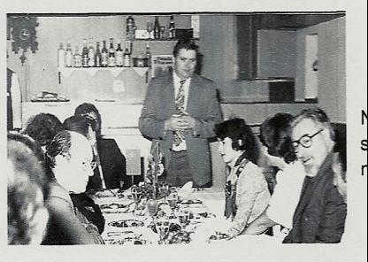 Rudolf Hegenbart s novináři nad informacemi o problémech životního prostředí v okrese Žďár nad Sázavou (1974)