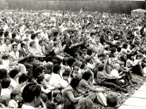 Na tradice setkání mládeže a dospělých navázaly v místech, které symbolizovalo vlastenectví i každoroční slavnosti míru v Cikháji u Památníku partyzánského odboje