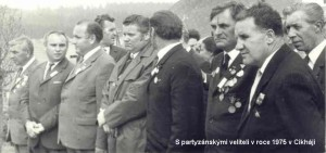 S partyzánskými veliteli v roce 1975 v Cikháji